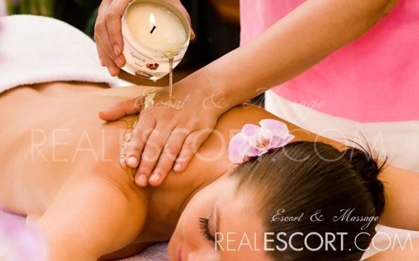 Massage mit heißem Öl